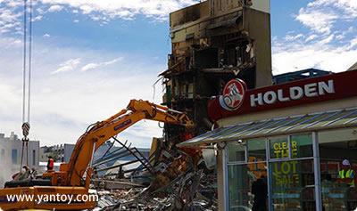 新西兰大地震中最多失踪者被埋的克莱斯特彻奇(又译基督城)坎特伯雷电视大楼(CTV)已全面倒塌,附近的楼房也破坏严重。