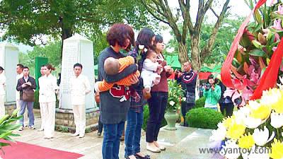 捐献者家属,母子前来参加公祭