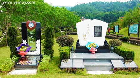 邢丹纪念碑于2011年在万安园落成,位于丛飞纪念碑隔壁