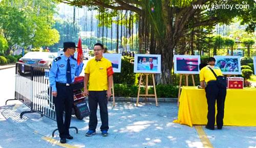 公司领导现场协同综治 公安 消防交警等安全保障