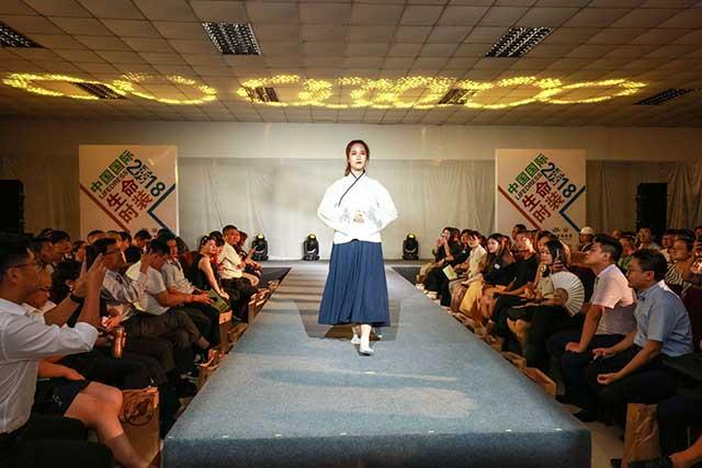 8中国国际生命时装展标签 640