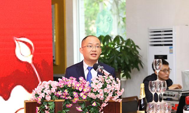 5、香港代表处胡建国作工作汇报.jpg