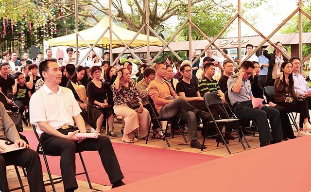 2 领导及各界爱心人士共计300余人参加了本次活动。