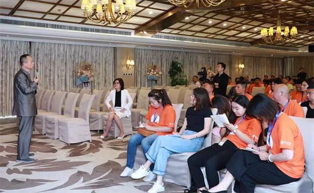 上海市殡葬行业协会会长何兆珉就追思环节进行点评