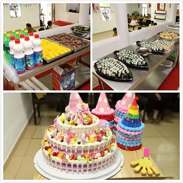 1家人们提前为寿星们准备的生日蛋糕和各种茶点.jpg