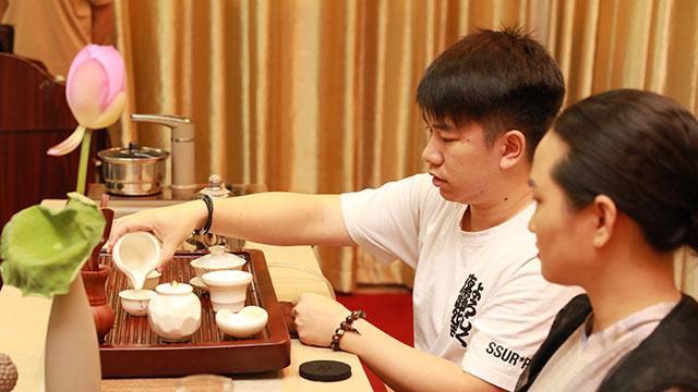 8广州销售处,郑启逸上台练习