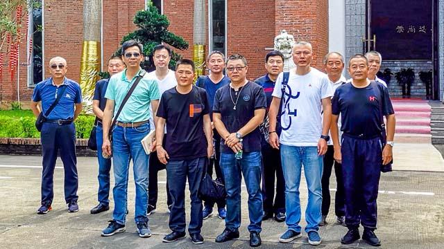 1上海市嘉定区殡葬协会一行莅临我园参观指导