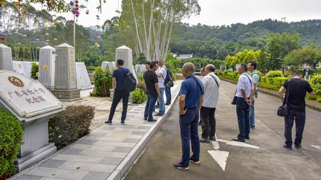 4嘉宾一行来到广东省红十字纪念参观