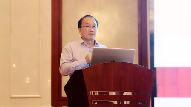 3中国殡葬协会顾问王宏阶以《殡葬主基调与殡仪馆的绿色发展》为题作主旨发言